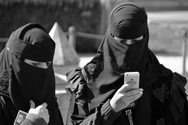Femme voilée par musulmans photos libres de droits