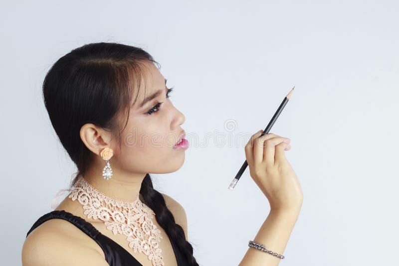 Femmes asiatiques écrivant quelque chose image libre de droits