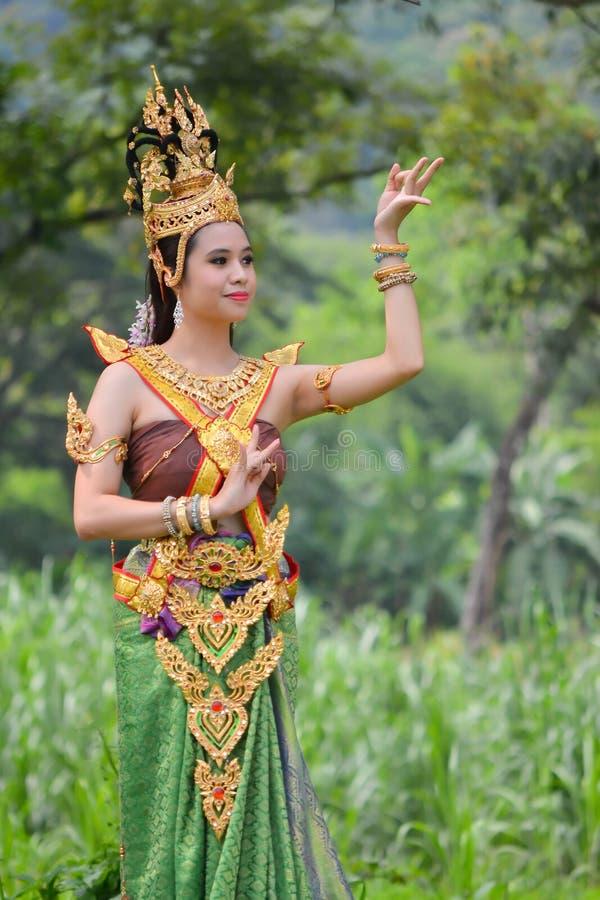 Femmes asiatiques dans le costume traditionnel photographie stock libre de droits