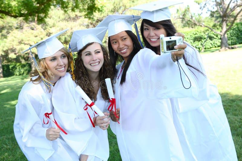 Femmes assez jeunes à la graduation images libres de droits