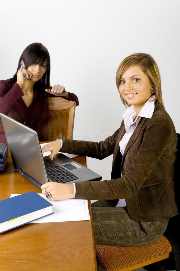 Femmes au bureau image libre de droits