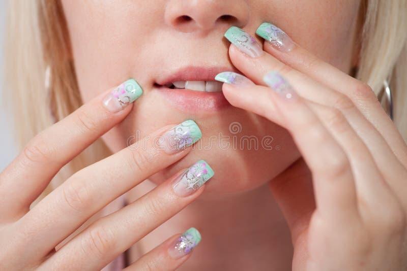 Femmes avec les ongles acryliques photo stock