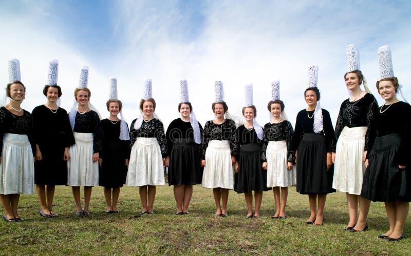 Femmes bretonnes avec la coiffe dans brittany photo libre de droits