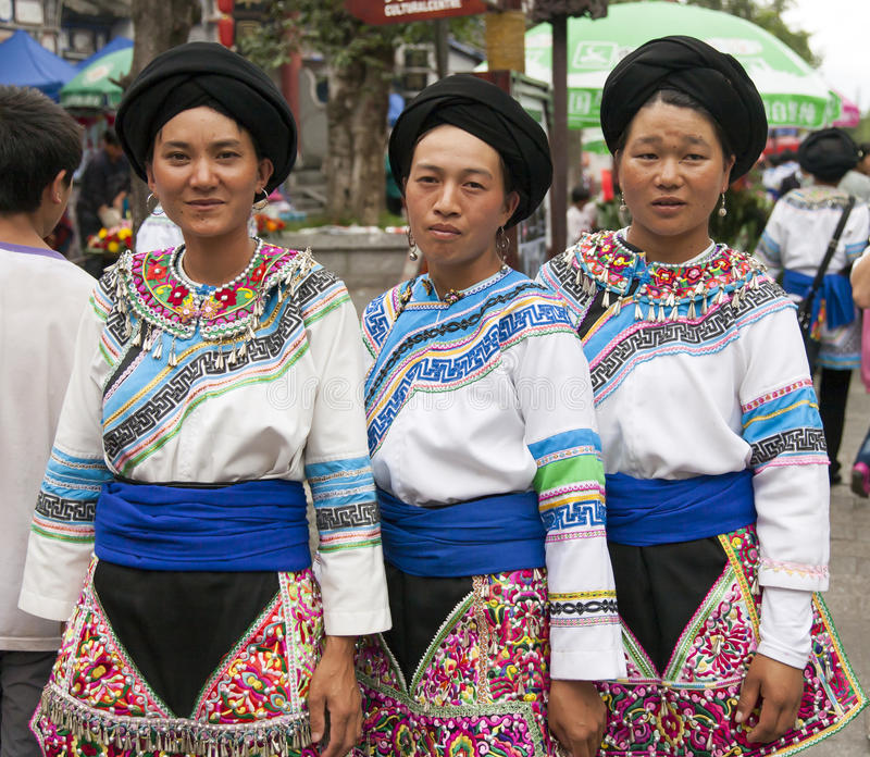Femmes chinoises de minorité ethnique photographie stock libre de droits