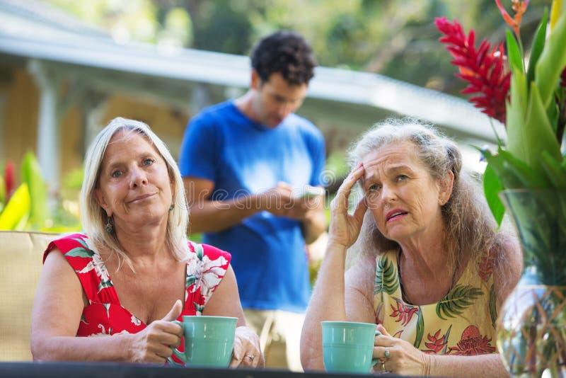 Femmes contrariées des vacances photos stock