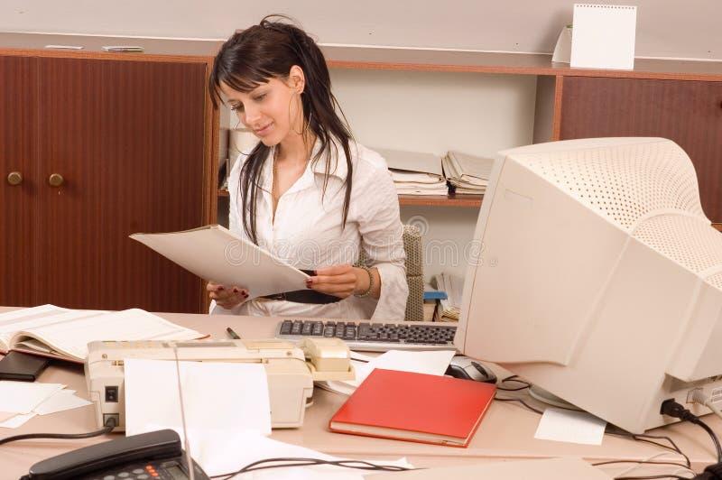 Femmes d'affaires au bureau photographie stock libre de droits