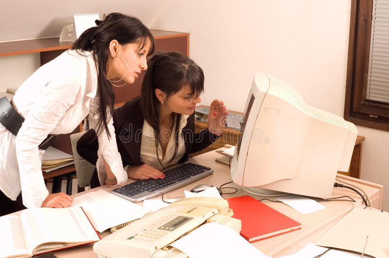 Femmes d'affaires au bureau image libre de droits