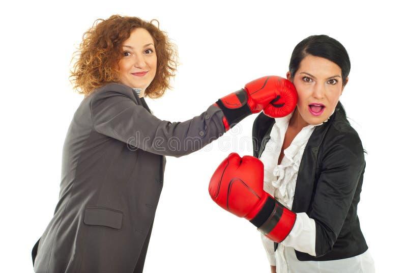Femmes d'affaires ayant l'amusement photo stock