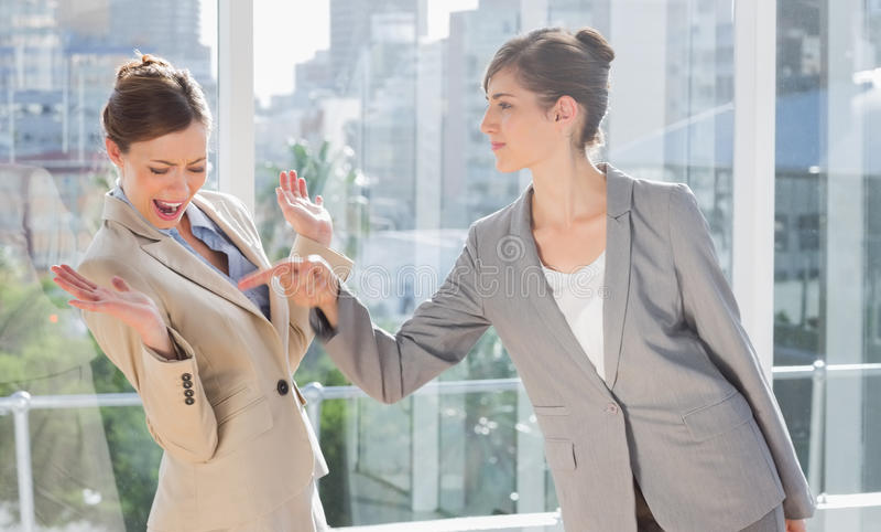 Femmes d'affaires ayant un conflit images libres de droits