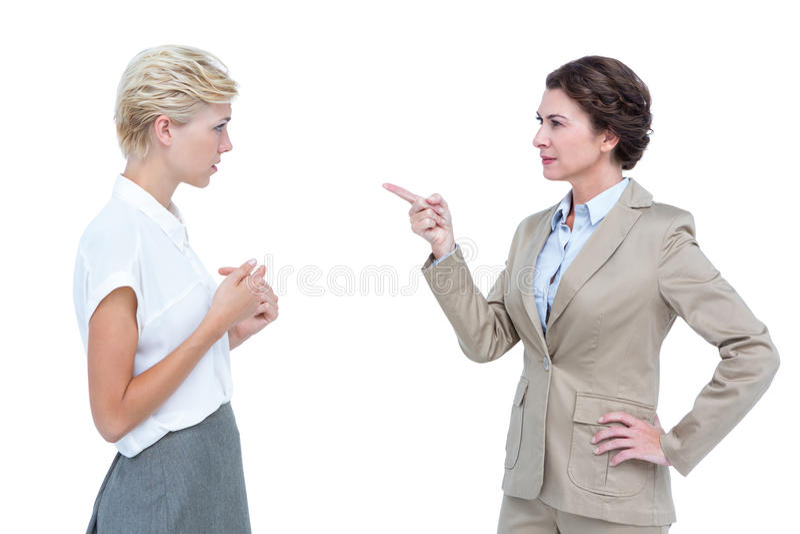 Femmes d'affaires ayant une discussion violente dans le bureau photo libre de droits