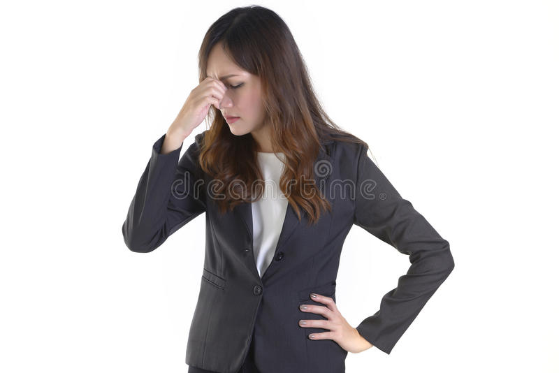 Femmes d'affaires dans le costume ainsi soumis à une contrainte sur le fond blanc pur photos stock