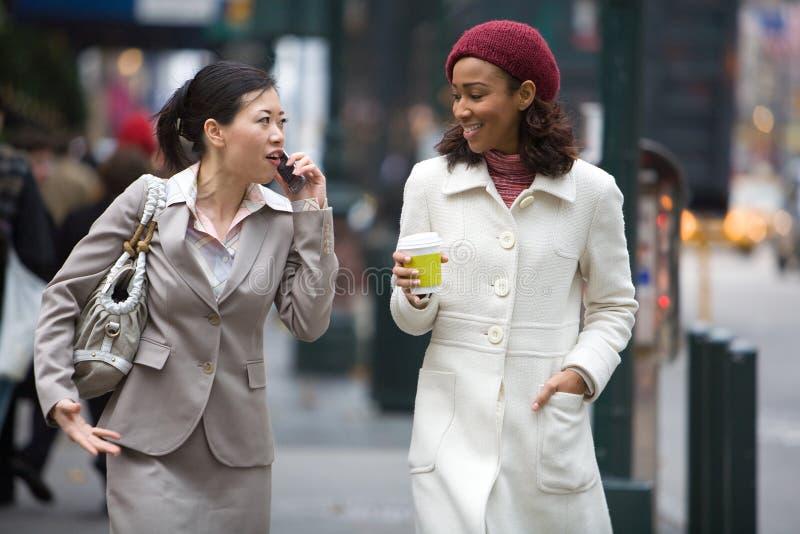 Femmes d'affaires de ville images libres de droits