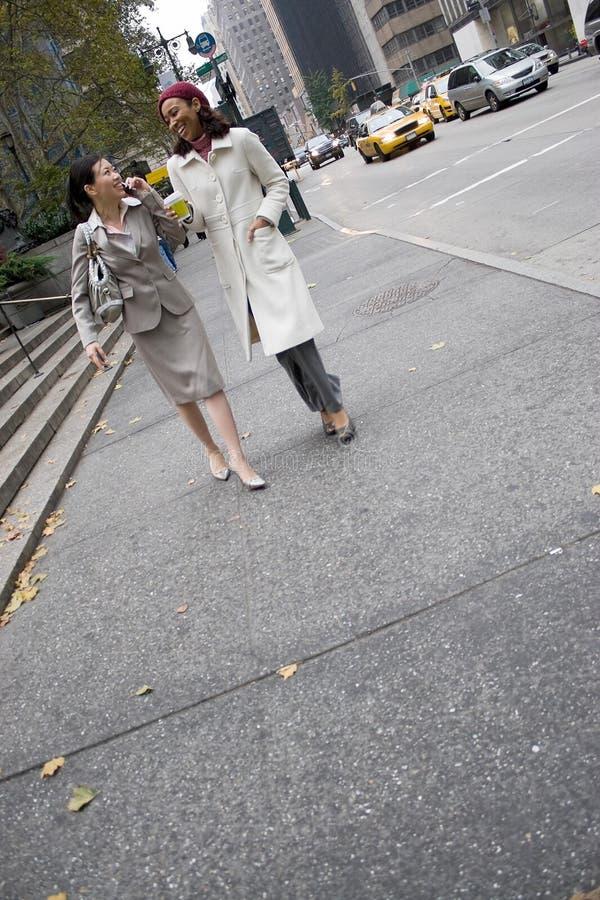 Femmes d'affaires de ville image libre de droits