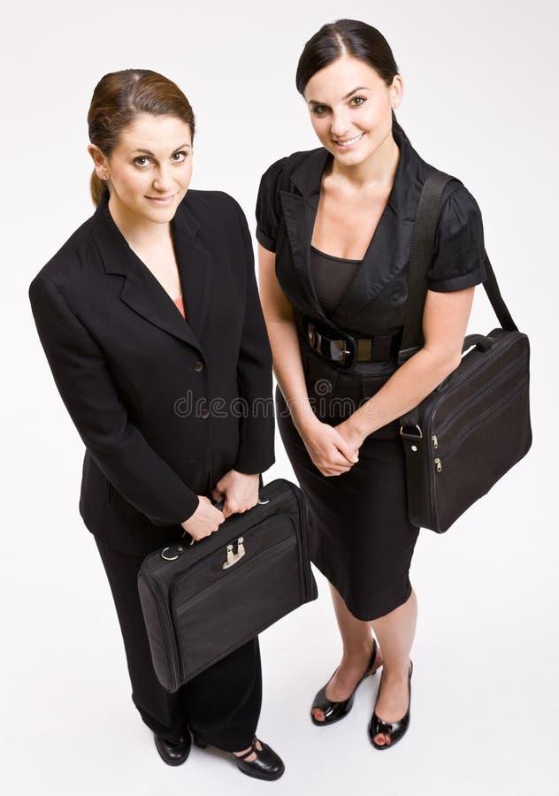 Femmes d'affaires portant des serviettes photos libres de droits