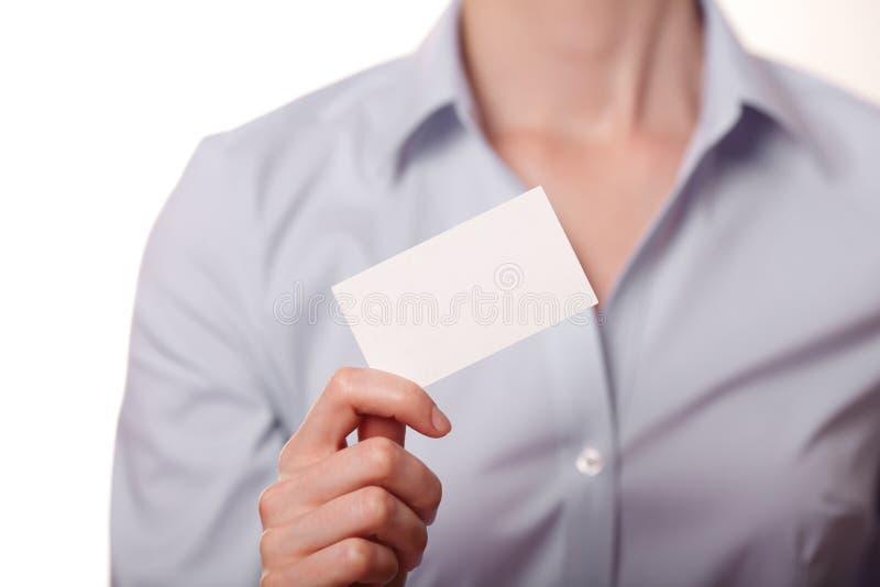 Femmes d'affaires remettant une carte de visite professionnelle de visite image libre de droits