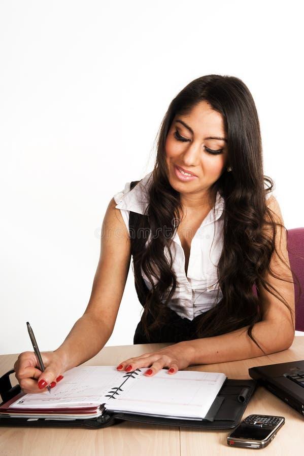Femmes d'affaires travaillant dans le bureau images libres de droits
