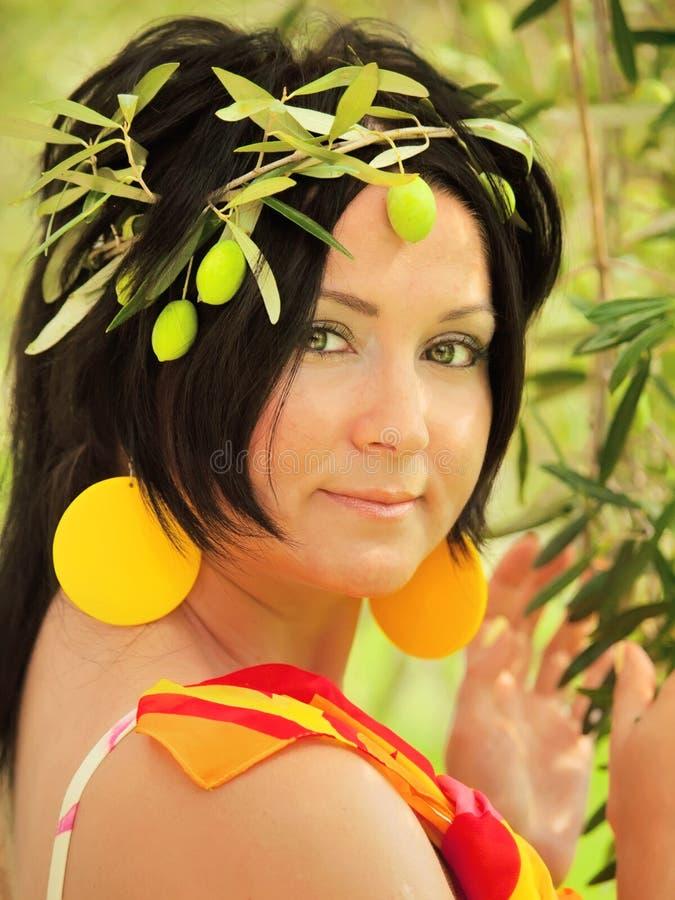 Femmes dans l'image de la nymphe olive photos stock