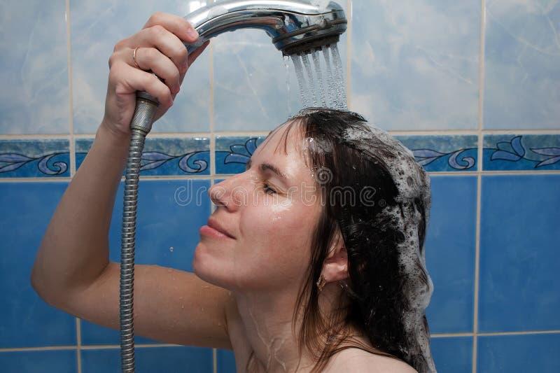 Femmes dans la douche photo stock