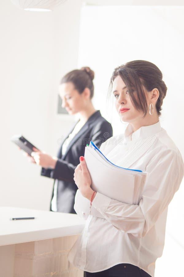Femmes dans le bureau photos libres de droits