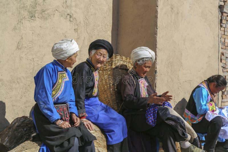 Femmes dans le village de navet, Sichuan, porcelaine image libre de droits