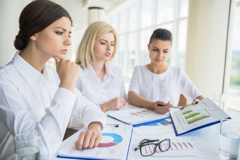Femmes dans les affaires image stock