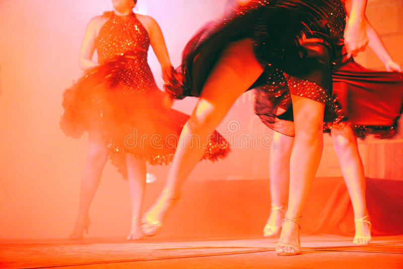 Femmes dansant des pattes photographie stock libre de droits