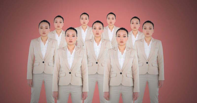 Femmes de clone avec le fond rose photo stock