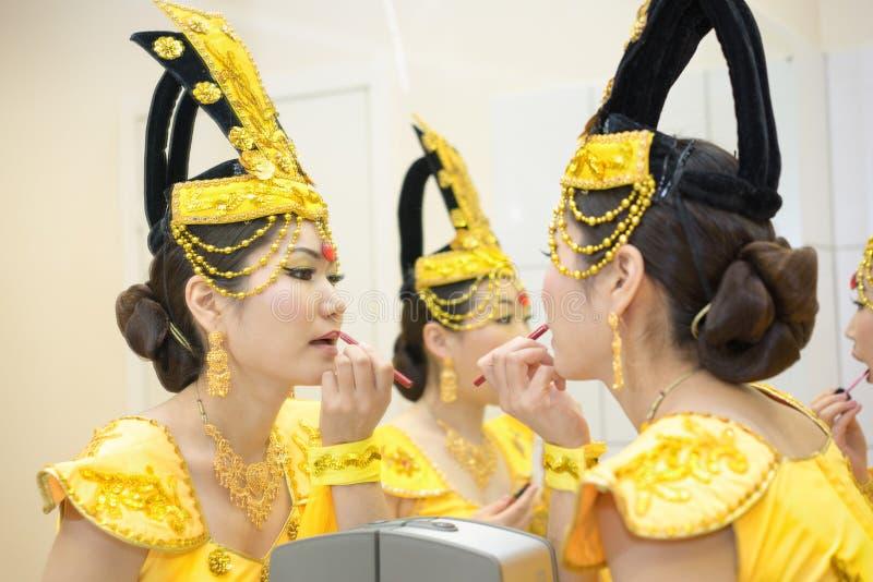 Femmes en jaune images libres de droits