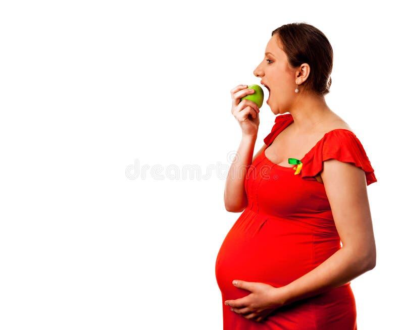 Femmes enceintes mangeant la pomme image libre de droits