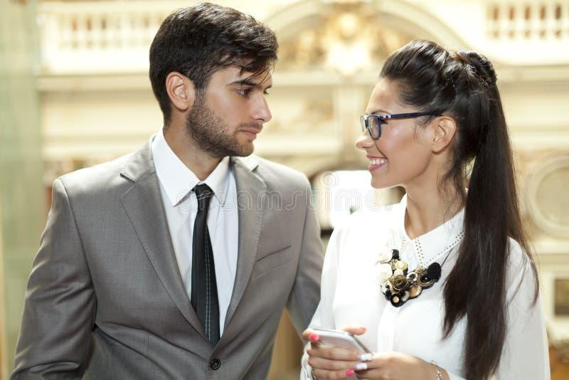 Femmes et flirt d'homme photos libres de droits