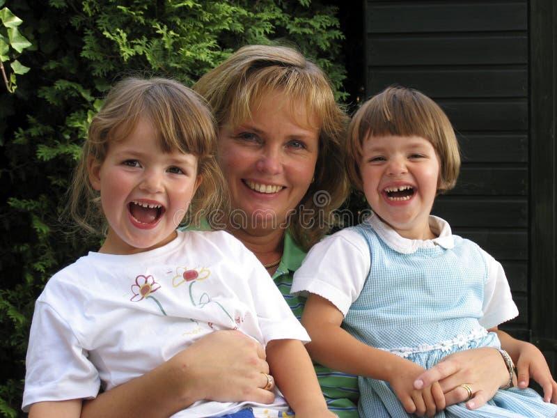 Femmes et jumeaux (a) photographie stock libre de droits