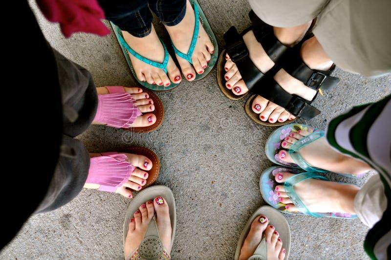 Femmes et pieds de fille photographie stock