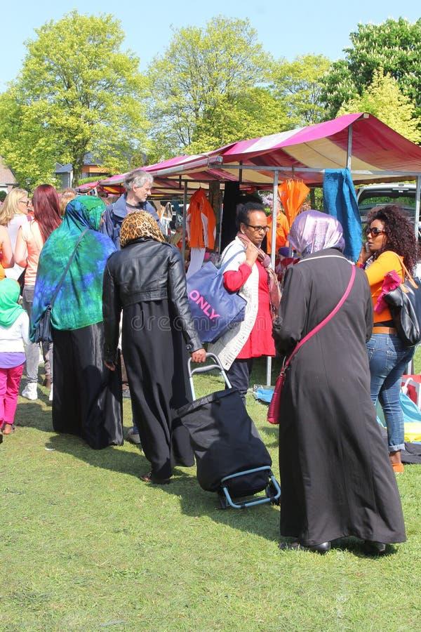 Femmes musulmanes et femmes d'Antillian, Pays-Bas photographie stock