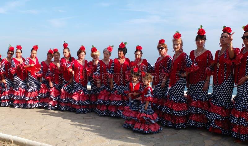 Femmes portant les robes traditionnelles d'Andalou. image libre de droits