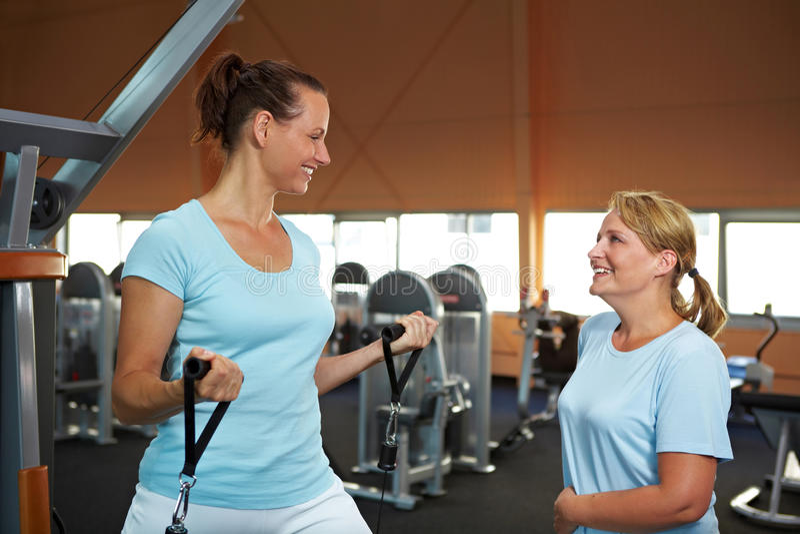 Femmes s'exerçant en gymnastique photographie stock