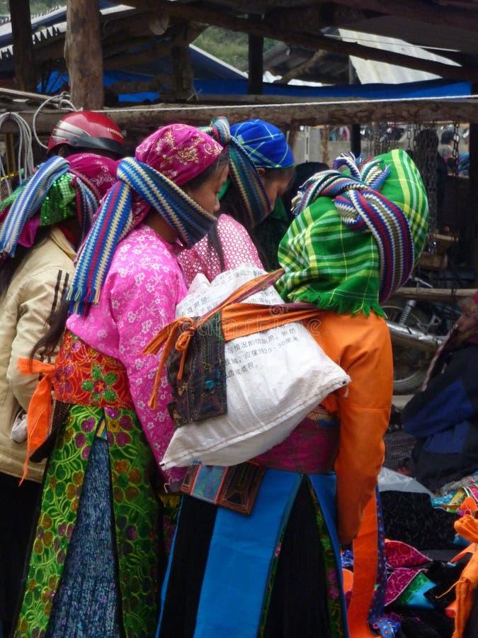 Femmes vietnamiennes traditionnelles image stock