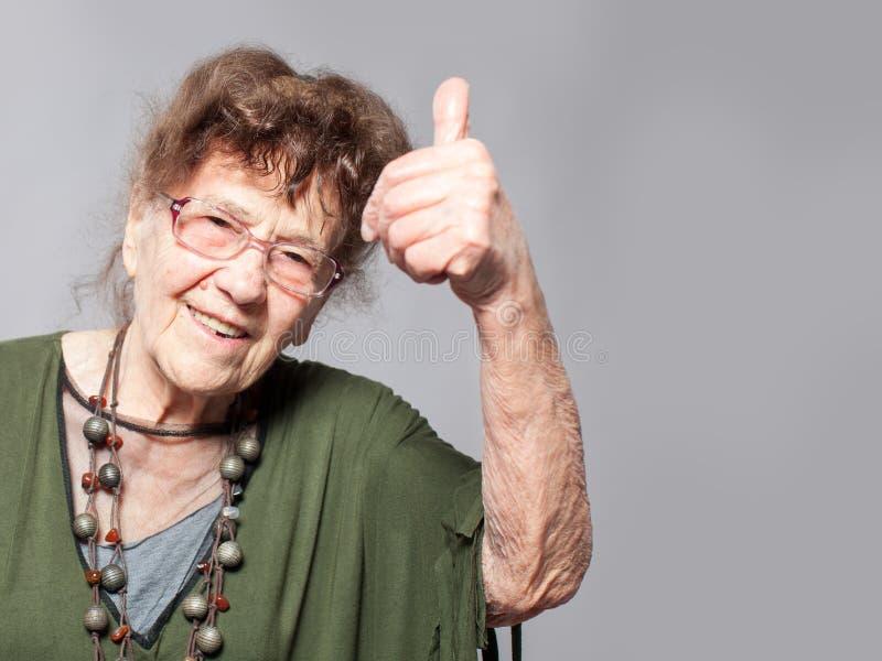 Femmina anziana allo studio immagine stock libera da diritti