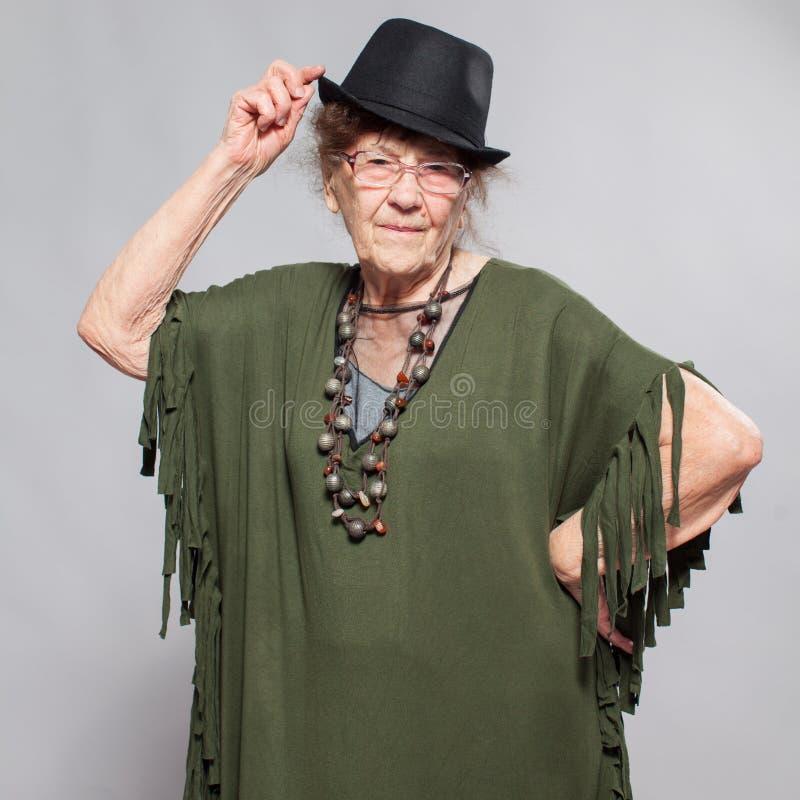 Femmina anziana allo studio immagini stock libere da diritti