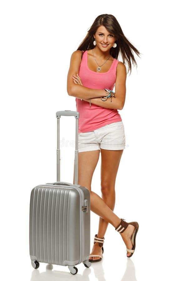 Femmina che si leva in piedi con la valigia fotografie stock libere da diritti