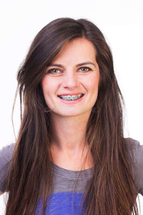 Femmina con sorridere dei ganci fotografia stock libera da diritti