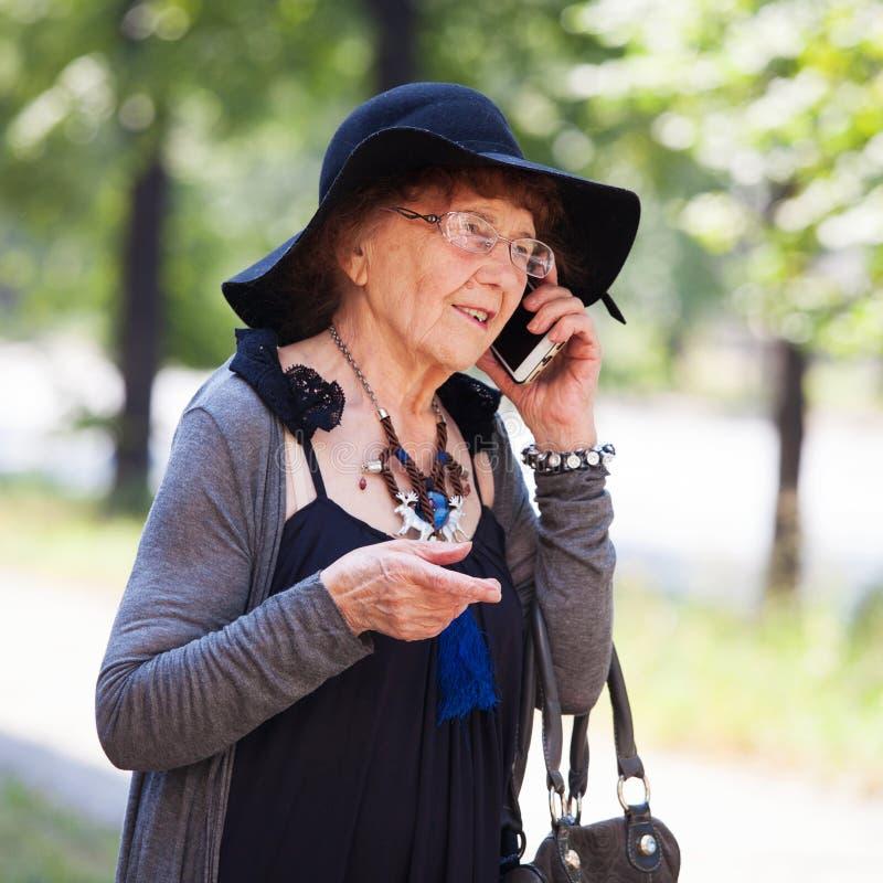 Femmina della nonna all'aperto immagine stock libera da diritti