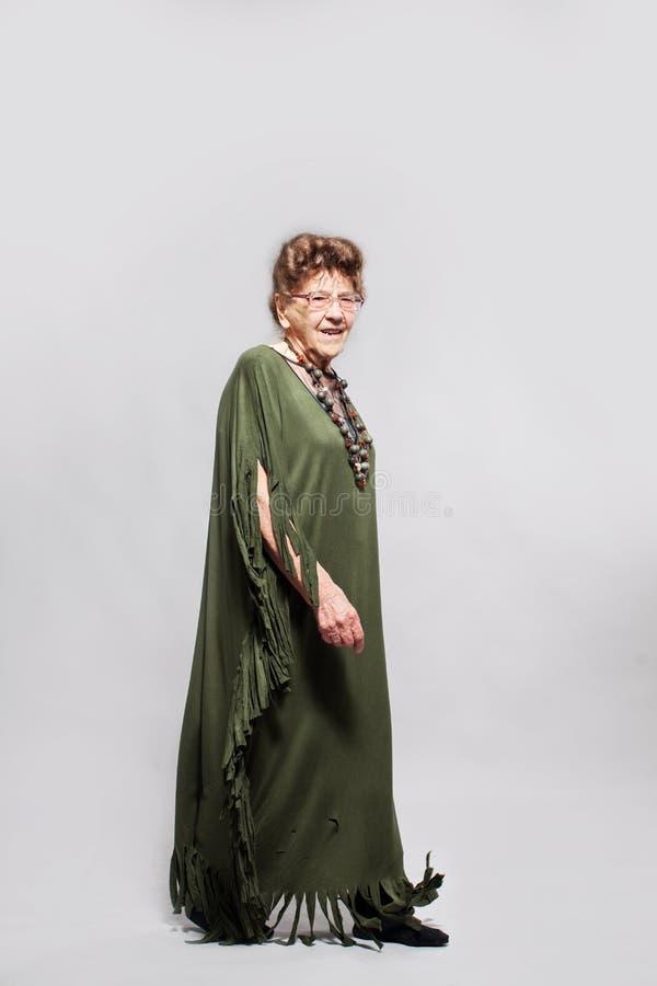 Femmina della nonna allo studio immagini stock libere da diritti