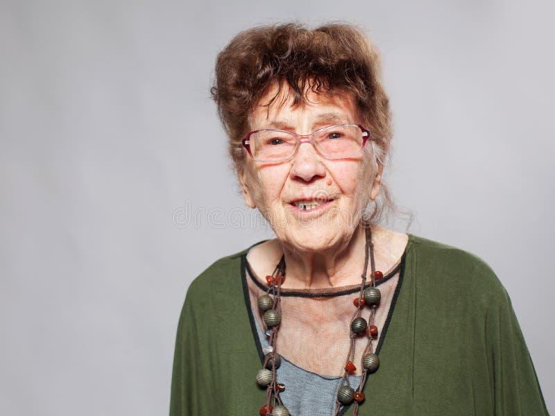 Femmina della nonna allo studio fotografia stock