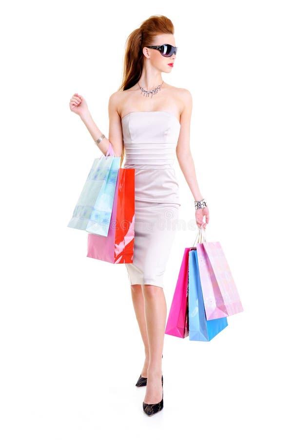 Femmina di fascino con i sacchetti di acquisto in mani immagine stock libera da diritti