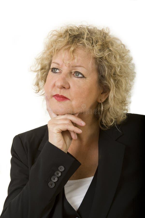 Femmina invecchiata migliore di pensiero con capelli ricci immagini stock