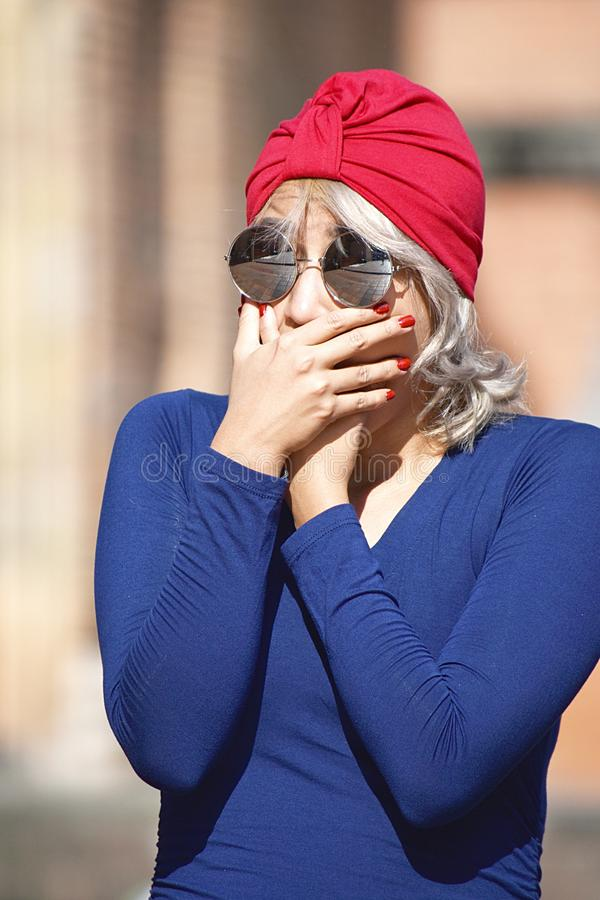 Femmina musulmana graziosa colpita fotografie stock libere da diritti