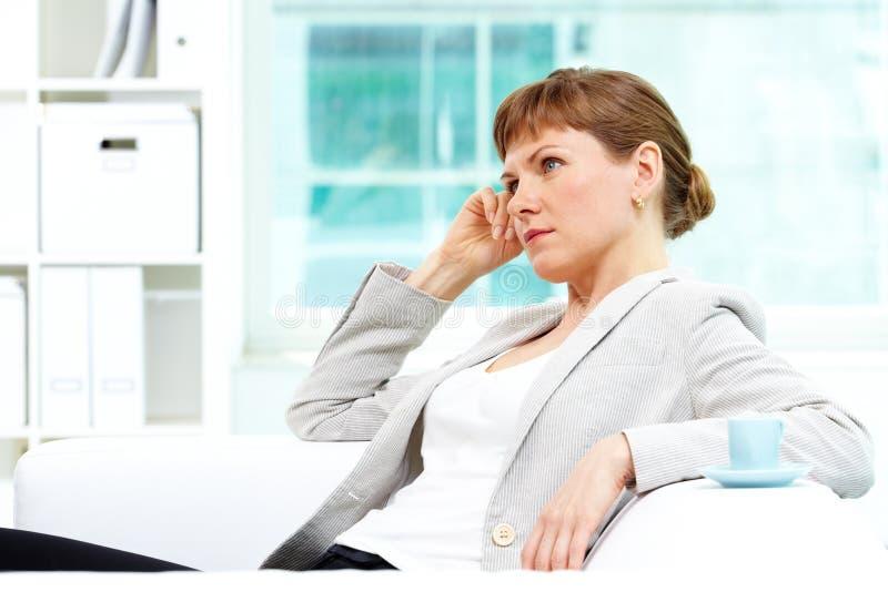 Femmina in ufficio immagine stock libera da diritti