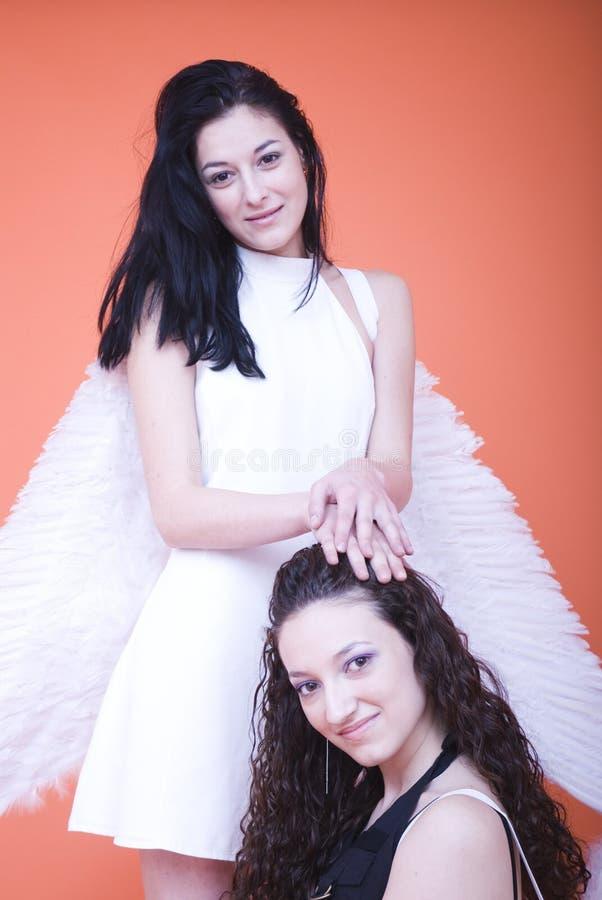 Femmine con le ali di angolo fotografia stock libera da diritti