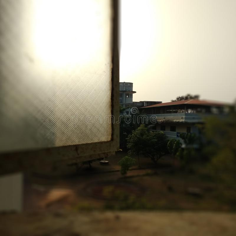 Fenêtre à exposer au soleil images libres de droits