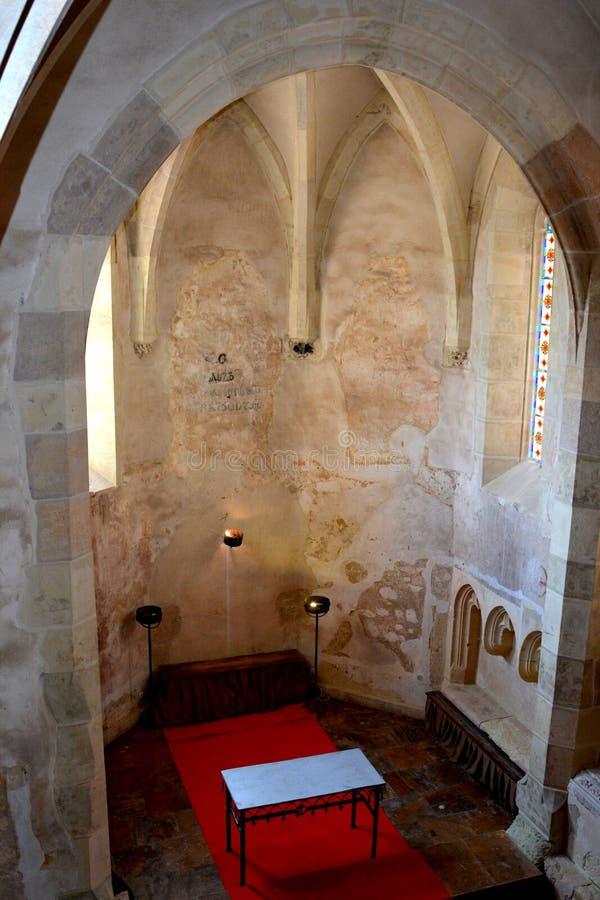 Fenêtre à l'intérieur du château de Corvin dans Hunedoara, la résidence du roi roumain de la Transylvanie, Iancu de Hunedoara image libre de droits